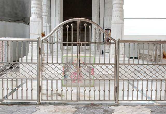 Steel Frame Girlle Gate Desine