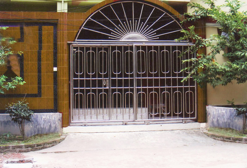 Steel Frame Girlle Desiner Gate